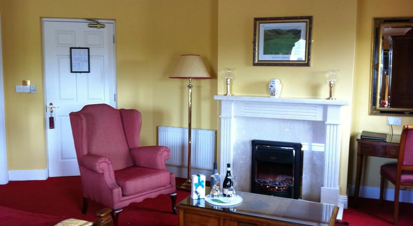 19th golf lodge ballybunion lounge