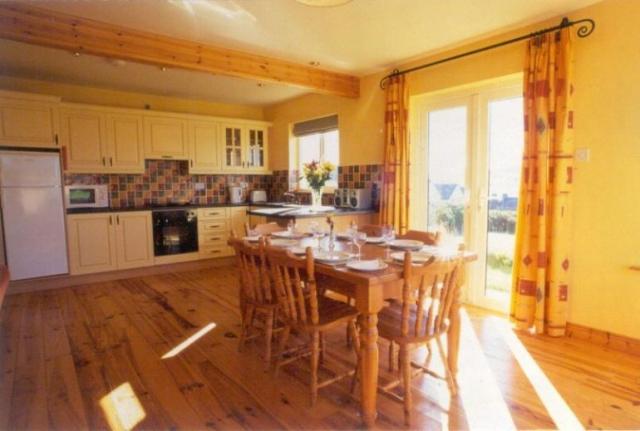 Radharc na Mara Holiday Homes Dingle Dining Room