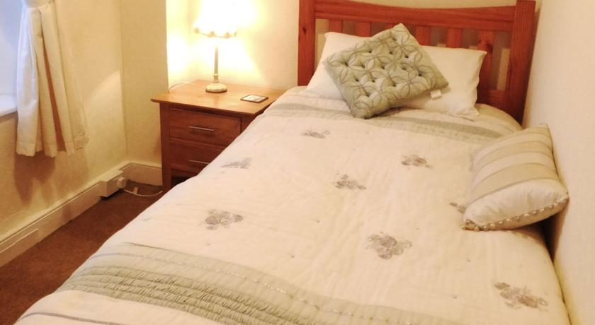McMahon's guesthouse listowel bedroom 2